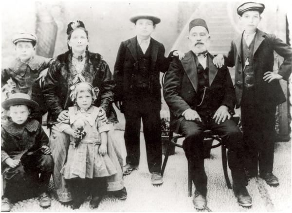 1913-israel-family