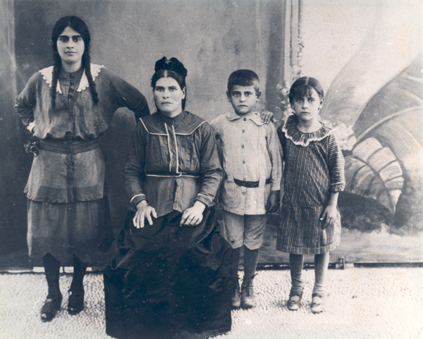 1917-benveniste-family