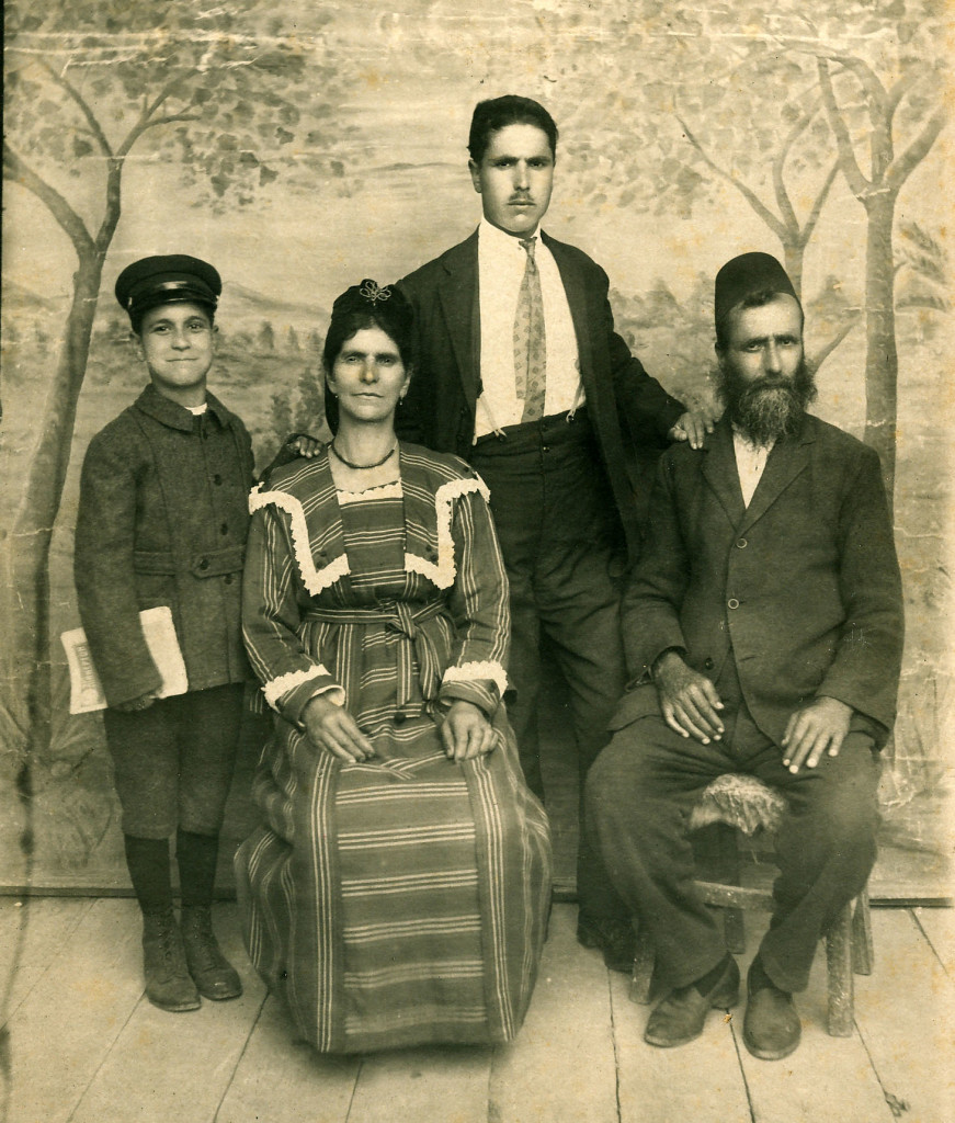 Fis family 1919, edited