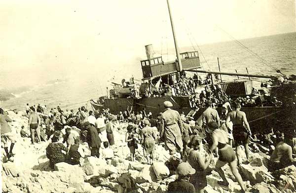 refugee-shipwreck